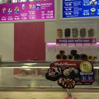 Photo taken at Baskin Robbins by Tiety U. on 7/24/2012