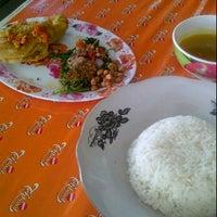 Photo taken at RM Ayam Betutu Bu Lia by reny f. on 10/6/2011