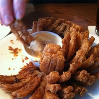 Photo taken at Outback Steakhouse by Will J. on 11/19/2011