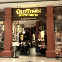 Photo taken at OldTown White Coffee by Francis C. on 2/7/2012