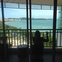 Photo taken at Pattaya Discovery Beach Hotel (D-Beach) by Patte I. on 8/12/2012