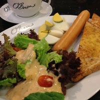 Photo taken at O'Briens Irish Sandwich Bar by Kishan on 4/22/2012