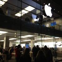 Das Foto wurde bei Apple Rosenstraße von Chevon T. am 1/18/2012 aufgenommen