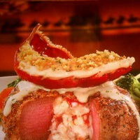 Photo taken at LongHorn Steakhouse by Edwin S. on 12/23/2011