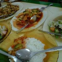Photo taken at Pondok Makan Aneka by Berlijanto T. on 12/26/2011