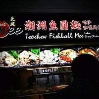 Photo taken at 炎成 Teochew Fishball Noodles by gary c. on 10/29/2011