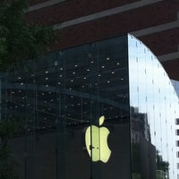 Photo taken at Apple Upper West Side by Coco on 8/9/2011