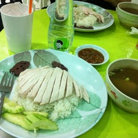 Photo taken at KHO Khao Man Gai by Andrew C. on 9/1/2012