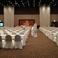 Photo taken at Chiangmai Grandview Hotel by Apirawee P. on 7/20/2012