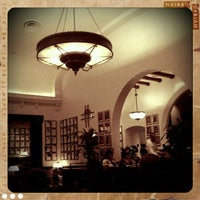Photo taken at The Hollywood Brown Derby by Alex L. on 9/8/2011