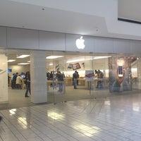 Das Foto wurde bei Apple Beverly Center von Benjamin S. am 4/11/2012 aufgenommen