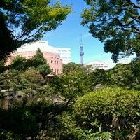 Photo taken at Kyu-Yasuda Garden by 阿和 on 8/13/2012