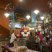 Photo taken at Restoran Sekinchan Ikan Bakar by Kamelo R. on 3/1/2012