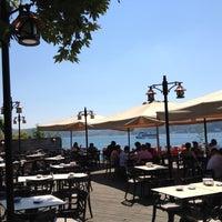 Photo taken at İskele Cafe & İzmir Lokmacısı by Burak E. on 7/15/2012