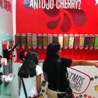 Photo taken at Cherry Frozen Yogurt by Mauricio F. on 7/9/2012