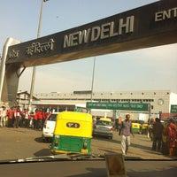 Photo taken at New Delhi Railway Station (NDLS) by Au R. on 1/25/2012