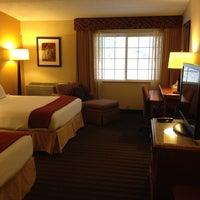 Photo taken at Holiday Inn Express Springfield by Nando on 4/4/2012