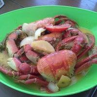 Photo taken at Golfinho Bar e Restaurante by Thwyla A. on 4/20/2012