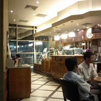 Photo taken at The Coffee Bean & Tea Leaf @ Kumho Asiana Plaza by John on 5/10/2012