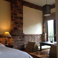 Photo taken at Motive Cottage Resort by Lookkook 毕. on 7/17/2012