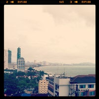 Photo taken at V8 Seaview Jomtien by PONGpong J. on 5/5/2012