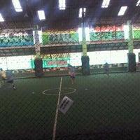 Photo taken at Lapangan Indoor Manggis Futsal by Arie W. on 10/31/2011