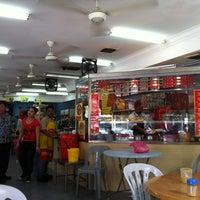 Photo taken at Tim Kee Chicken Rice Restaurant by Rach.C on 1/21/2012