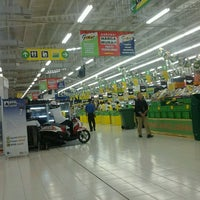 Photo taken at Giant by Heri K. on 7/24/2012