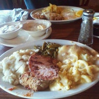 Photo taken at Cracker Barrel Old Country Store by Jennifer R. on 9/17/2011