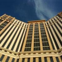 Photo taken at Palazzo Pool by Bong Ki K. on 3/21/2012