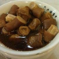 Photo taken at 宝香绑线肉骨茶 (Pao Xiang Bak Kut Teh) by Mike E. on 3/28/2012