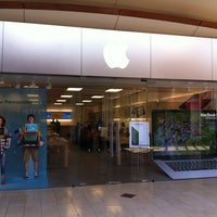 Photo taken at Apple Annapolis by Stu L. on 7/3/2012