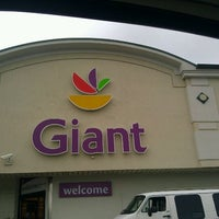 Photo taken at Giant Food by Relly R. on 9/24/2011