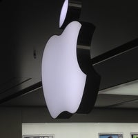 Photo taken at Apple Store, Anchorage 5th Avenue Mall by Chris on 2/15/2012