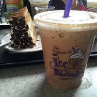 Photo taken at The Coffee Bean & Tea Leaf by eizy s. on 6/17/2012
