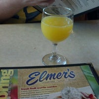 Photo taken at Elmer's Restaurant by Karlitos C. on 5/26/2012