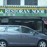 Photo taken at Restoran Noor by Mantoi M. on 8/13/2011