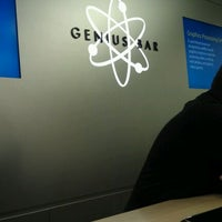 Photo taken at Apple Oxmoor by Dano R. on 2/10/2012