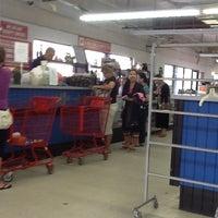 Das Foto wurde bei Community Thrift Store von สมบูรณ์ พ. am 4/29/2012 aufgenommen