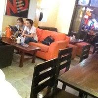 Photo taken at Puku Café & Sports Bar by 💗 Linh R. on 4/10/2012