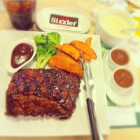 Photo taken at Sizzler by Phuwameth T. on 6/20/2012