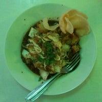 Photo taken at Kupat Tahu Magelang AA by Yulianta R. on 2/27/2012