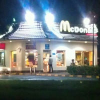 Photo taken at McDonald's ( Drive Thru ) by Suliman A. on 6/5/2012