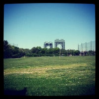 Photo taken at Randalls Island Golf Center by Mochizuki N. on 5/19/2012
