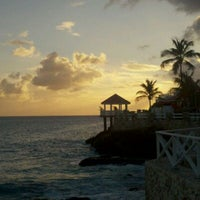 Photo taken at Sonesta Maho Beach Resort & Casino by Gustavo Magalhaes on 2/27/2012