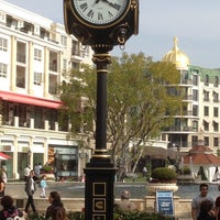 Photo taken at Glendale Galleria by Cisco da kidd on 3/30/2012