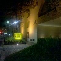 Photo taken at Pirámides Narvarte Suites + Lounge by Iván C. on 7/17/2012