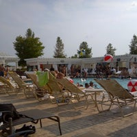 Photo taken at Harrah's Heat Wave Pool Party by Joshua E. on 7/7/2012