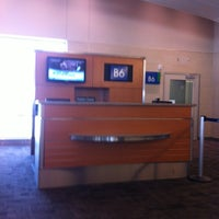Photo taken at Gate B6 by Jimmie on 7/16/2012