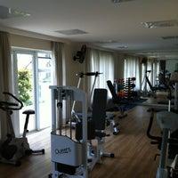 Photo taken at Toca do Urso - FitnessGymnasium by Alvaro R. on 5/27/2012